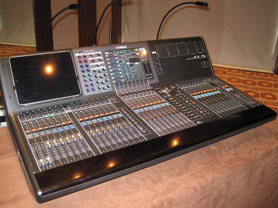 Yamaha audio retreat with dealers in golden palm tree for Yamaha cl mixer